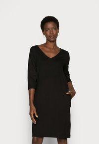 Selected Femme - SLFCARO TUNNI 3/4 SHORT DRESS B NOOS - Vapaa-ajan mekko - black - 0