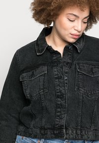 Vero Moda Curve - VMMIKKY SHORT JACKET - Denim jacket - black - 4