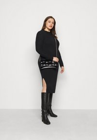 Pieces Curve - PCDISA MOCK NECK DRESS CURVE - Jumper dress - black - 1