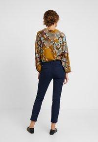 GAP - BISTRETCH - Trousers - true indigo - 3