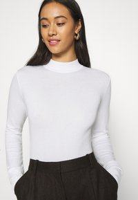 Monki - INGRID  - Strickpullover - white - 4