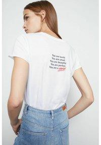 SET - MIT STATEMENT PRINT - Print T-shirt - bright white - 2