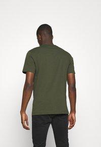Calvin Klein - LOGO - Basic T-shirt - green - 2