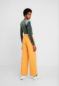 Soaked in Luxury - RIBEA - Pantalones - buckskin - 2