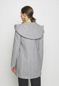 Vero Moda - VMDAFNEDORA - Zimní kabát - light grey melange - 2