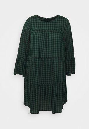 CHECK TIERED SMOCK DRESS - Hverdagskjoler - green