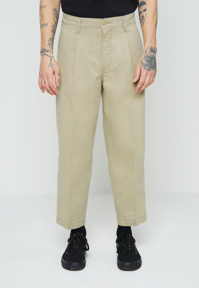 STAY LOOSE CROP - Kalhoty - neutrals