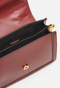 ALDO - ONERRADDA - Handbag - red dahlia/chocolate/gold-coloured - 2