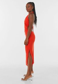 Bershka - WITH CUT-OUT AND OPEN BACK  - Cocktail dress / Party dress - red - 2