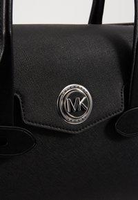 MICHAEL Michael Kors - CARMENLG FLAP BELTED SATCHEL - Handbag - black - 6