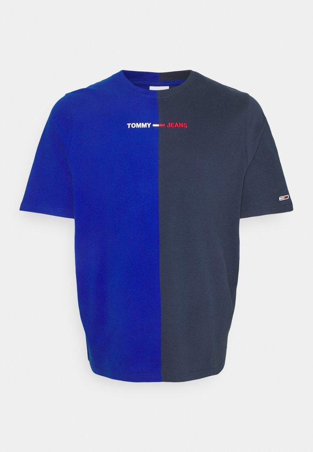 HALF TEE - T-shirt print - cobalt/twilight navy