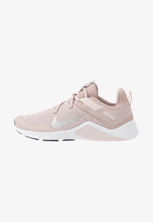 LEGEND ESSENTIAL - Obuwie treningowe - stone mauve/white/barely rose