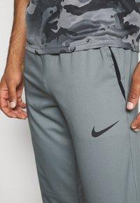 Nike Performance - DRY PANT TEAM  - Pantaloni sportivi - smoke grey/black - 4