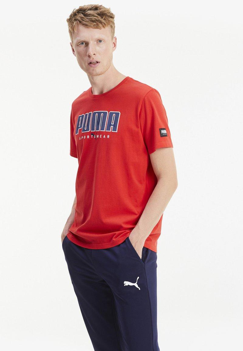 Puma - ATHLETICS  - T-shirt med print - high risk red