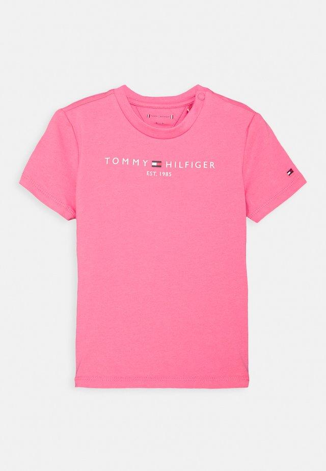 BABY ESSENTIAL TEE UNISEX - Triko spotiskem - exotic pink