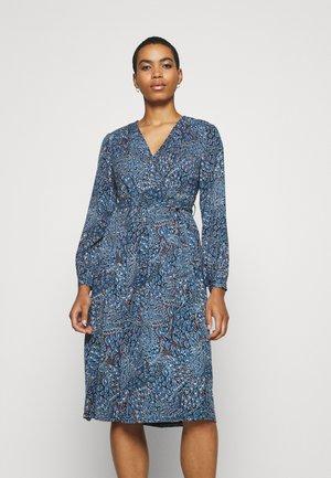 SARABAND WRAP DRESS - Denní šaty - atlantic blue