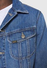 Lee - RIDER JACKET - Spijkerjas - washed camden - 5
