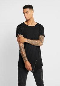 Urban Classics - T-shirt med print - black - 0