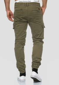 INDICODE JEANS - AUGUST - Cargohose - army - 2