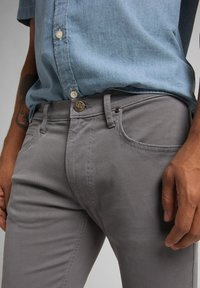 Lee - LUKE - Jeans Tapered Fit - quiet shade - 5