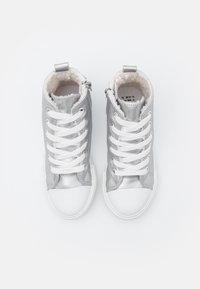 Cotton On - CLASSIC TRAINER LACE UP - High-top trainers - silver smooth - 3