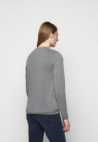 JOOP! Jeans - HOLDEN - Svetr - silver - 2