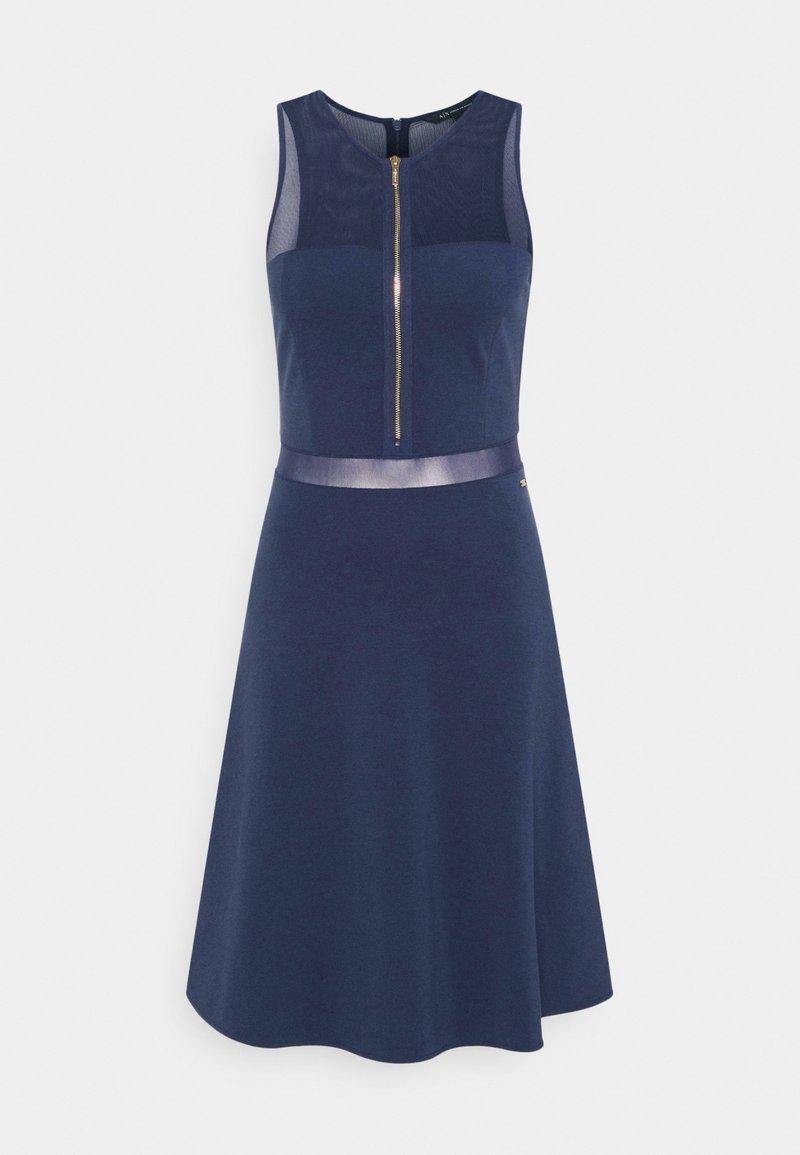 Armani Exchange - VESTITO - Pouzdrové šaty - blueberry jelly