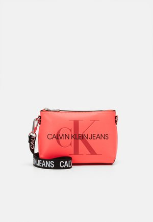 CAMERA POUCH - Across body bag - pink