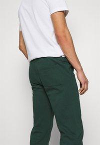 Pier One - Teplákové kalhoty - dark green - 5