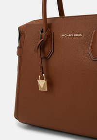 MICHAEL Michael Kors - MERCER BELTED SATCHEL - Kabelka - luggage - 4