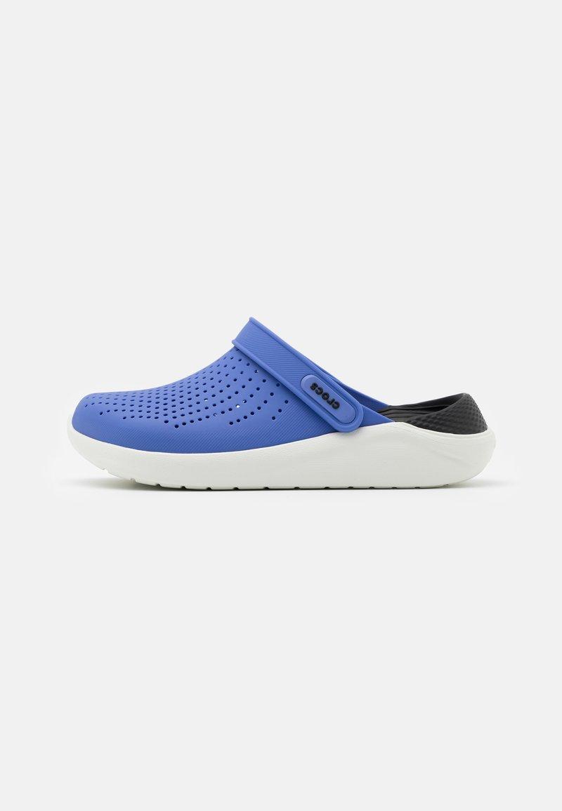 Crocs - LITERIDE - Pantofle - lapis/black