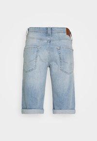 Pepe Jeans - CASH SHORT - Denim shorts - light blue - 7