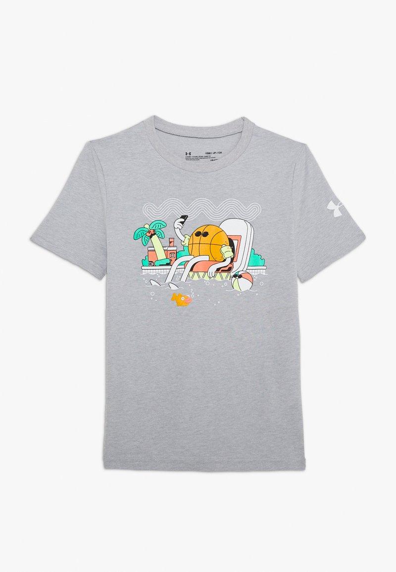 Under Armour - MR BUCKETS TEE - Print T-shirt - mod gray light heather/white