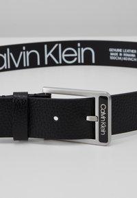 Calvin Klein - 35MM ENAMEL BUCKLE  BELT - Pásek - black - 2