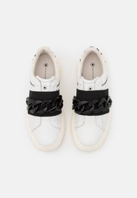 MOA - Master of Arts - DOUBLE GALLERY - Sneakers - poise details - 4