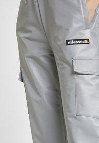 Ellesse - SCENA REFLECTIVE - Pantalones deportivos - silver - 5