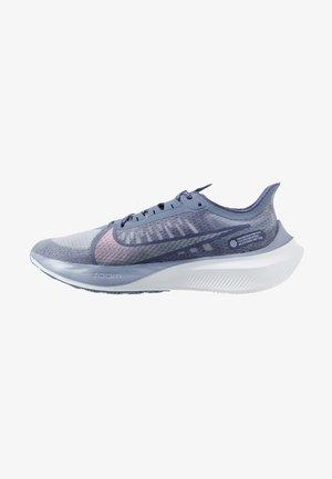 ZOOM GRAVITY - Obuwie do biegania treningowe - amethyst tint/clear/sanded purple