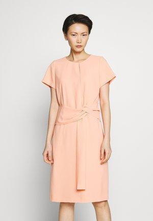 KILONE - Koktejlové šaty/ šaty na párty - light/pastel orange