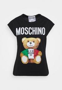 MOSCHINO - Print T-shirt - fantasy print black - 0