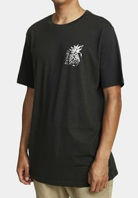RVCA - ALOHA SHOP  - Print T-shirt - pirate black - 2