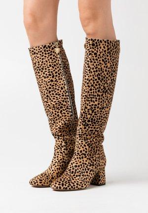SELENE HIGH BOOT - Boots - camel/black