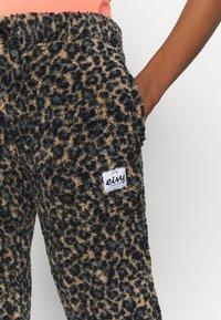 Eivy - BIG BEAR PANTS - Pantalon classique - brown - 4