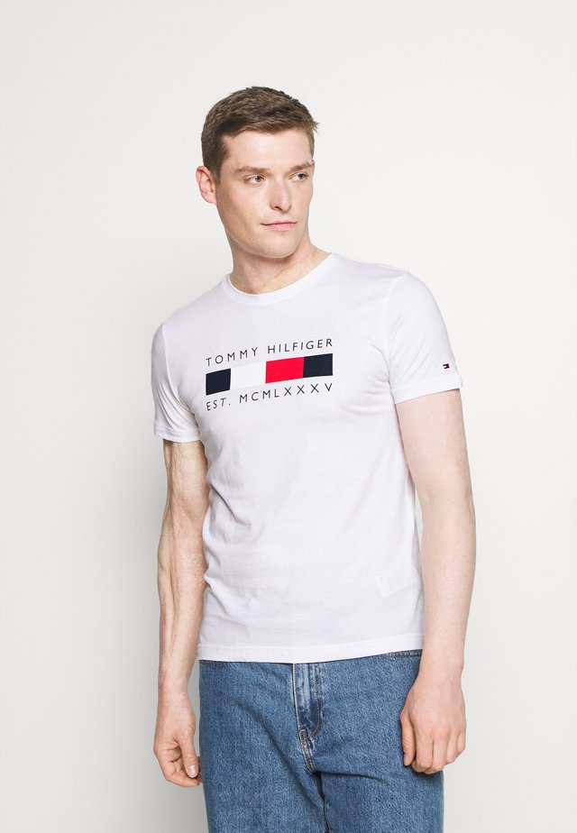 LOGO BOX STRIPE TEE - T-shirt con stampa - white