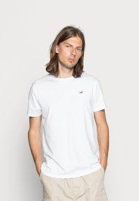 Hollister Co. - CREW CHAIN 3 PACK - Basic T-shirt - black/white/grey - 2
