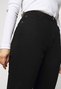 Missguided Plus - WRATH HIGHWASITED SPLIT  - Jeans straight leg - black