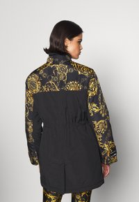 Versace Jeans Couture - OUTERWEAR - Parka - black/gold - 3