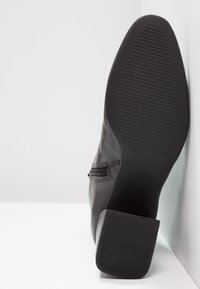 Vagabond - ALICE - Støvletter - black - 5