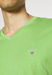 GANT - ORIGINAL SLIM V NECK - T-shirt - bas - foliage green - 4