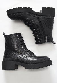 Inuovo - Platform ankle boots - black croco obl - 2