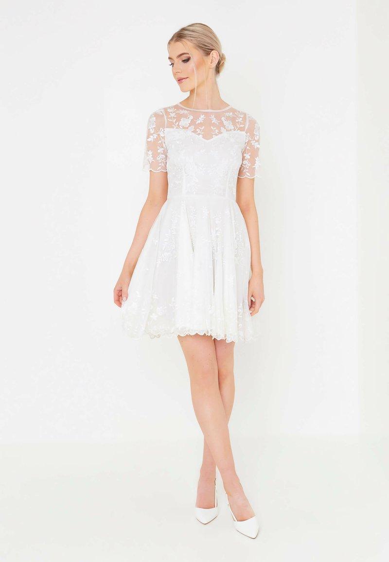 BEAUUT - Koktejlové šaty/ šaty na párty - white